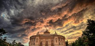 varşova teknik üniversitesi