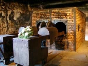 Aushwitz_I_crematoria_memorial-450x337